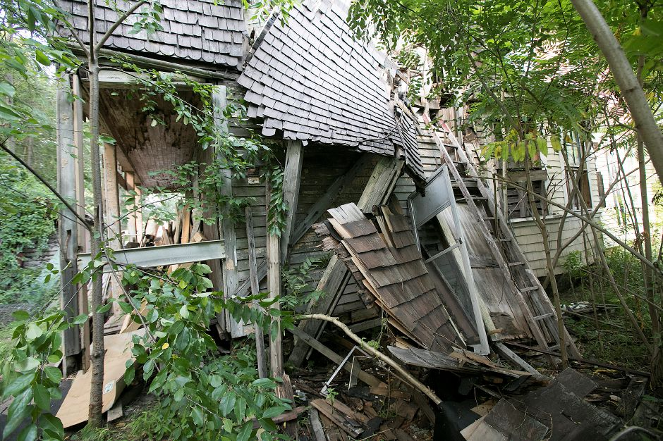 A partially collapsed blighted property at 11 Colony Pl in Meriden, Wednesday, August 30, 2017. | Dave Zajac, Record-Journal