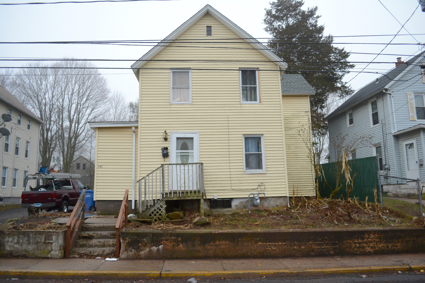 A look Wednesday at 142 Foster St. in Meriden. | Bryan Lipiner, Record-Journal