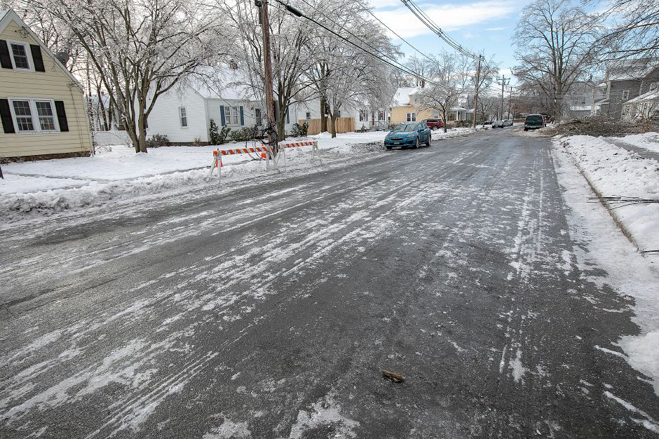 Slick roads from freezing temperatures on High Street in Wallingford, Mon. Jan. 21, 2019. Dave Zajac, Record-Journal