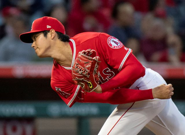 Los Angeles Angels starting pitcher Shohei Ohtani watches a pitch during the third inning of a baseball game against the Kansas City Royals in Anaheim, Calif., Wednesday, June 6, 2018. (AP Photo/Kyusung Gong)