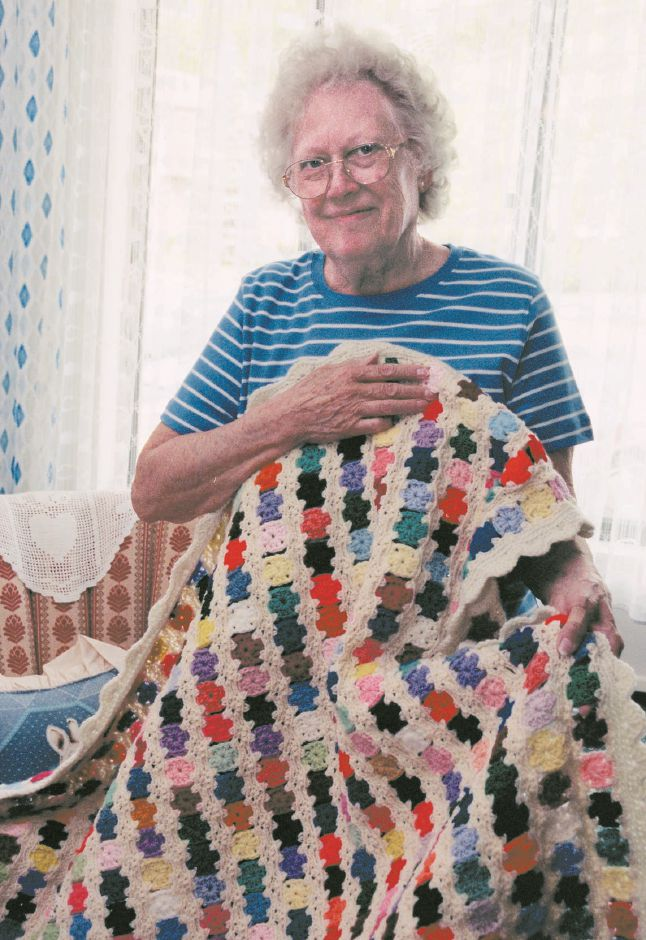 Rose Gerlsberger knit this afghan in about 2 and 1/2 weeks. This is about the 60th she has made, and she gives them away as presents, May 1999.
