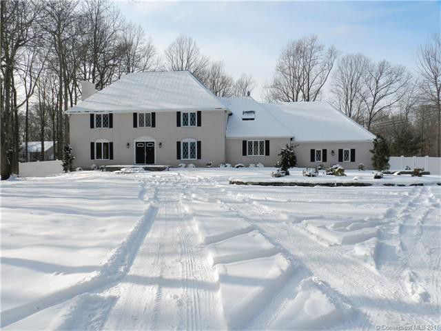 Scott Hozebin to Jay Bunnell, 14 Shire Drive, $526,000.