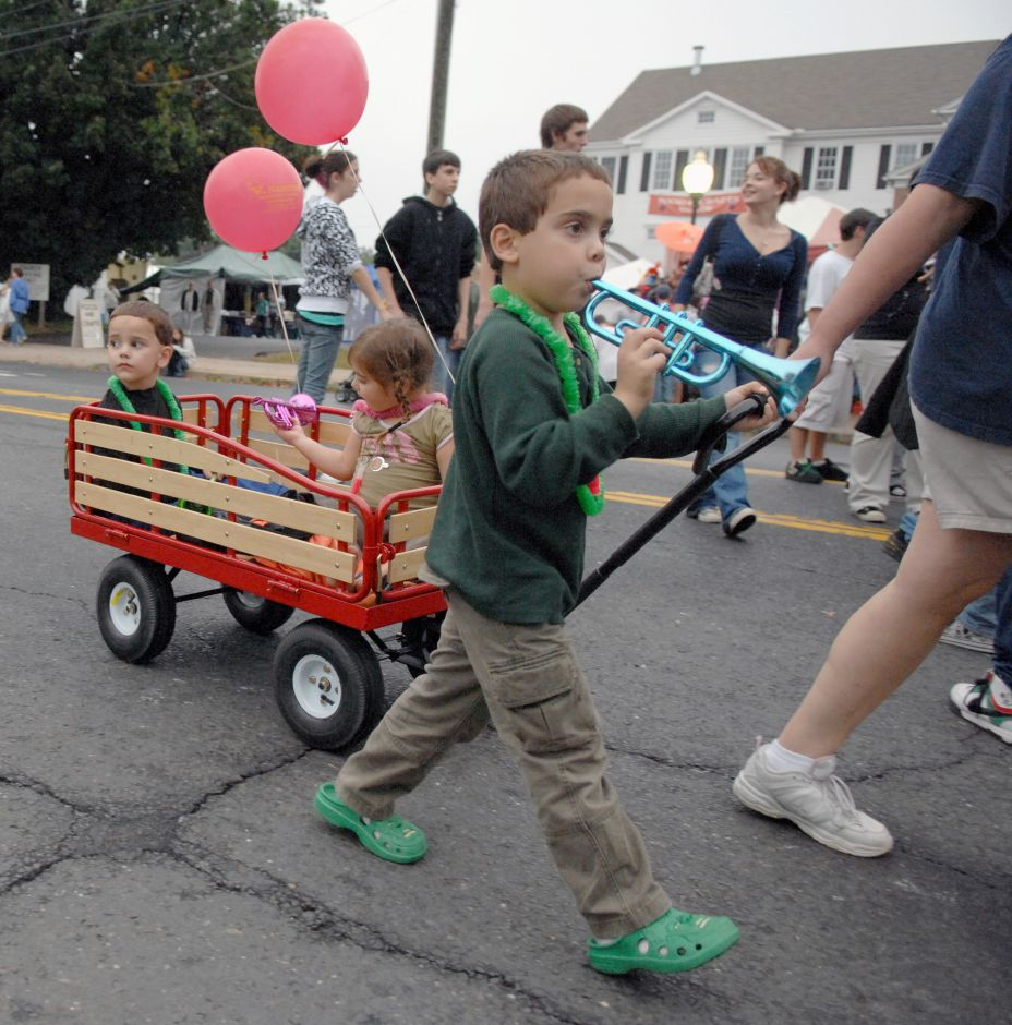 SOUTHINGTON, Connecticut - Saturday, September 27, 2008 - Billy Perry 5, blows a toy horn as siblings Michael Perry 4, and Natalie Perry 3, are pulled down Main Street by their mother Kristie Perry at the 2008 Apple Harvest Festival in downtown Southington. Rob Beecher / Record-Journal
