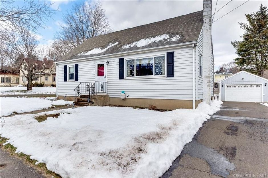 Moffie-Mastrantuone and Nathan Moffie to Brian Poglisch, 22 Hill Ave., $259,900.