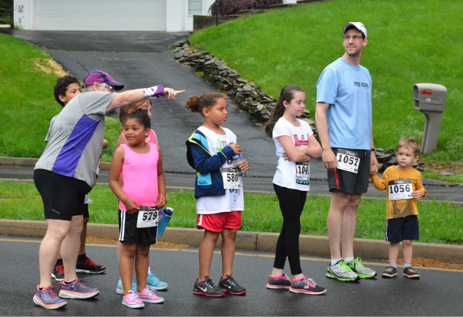 Kids lining up for the fun run at the Meriden Memorial Mile event. | Ariana D
