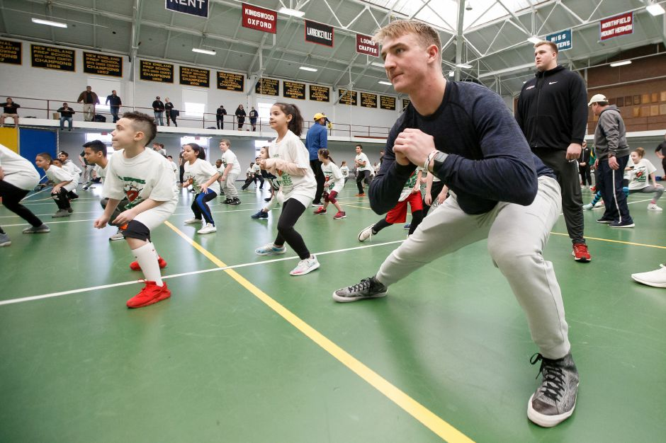 Ben Braunecker, of the Chicago Bears, warms up with kids.