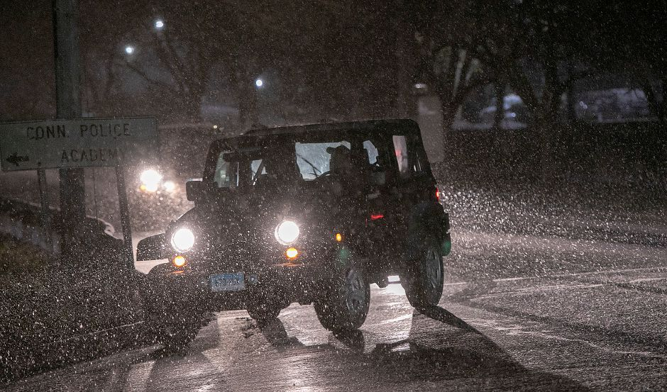 A motorist turns onto Preston Avenue from East Main Street as the snow begins to fall in Meriden, Thurs., Nov. 15, 2018. Dave Zajac, Record-Journal