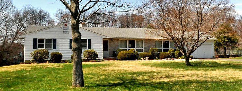 Joseph Young RET and Beverly A. Cirillo to Shawn R. Signore, 77 Edgemark Acres, $228,800.