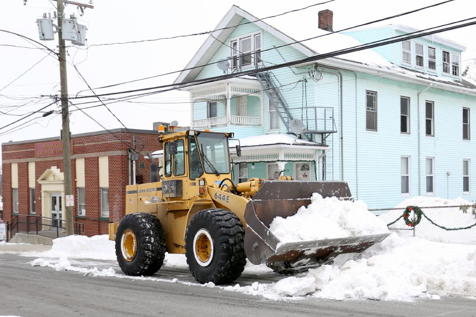 A city payloader picks up snow from Crown Street in Meriden Friday Feb. 6, 2015. | Richie Rathsack/Record-Journal