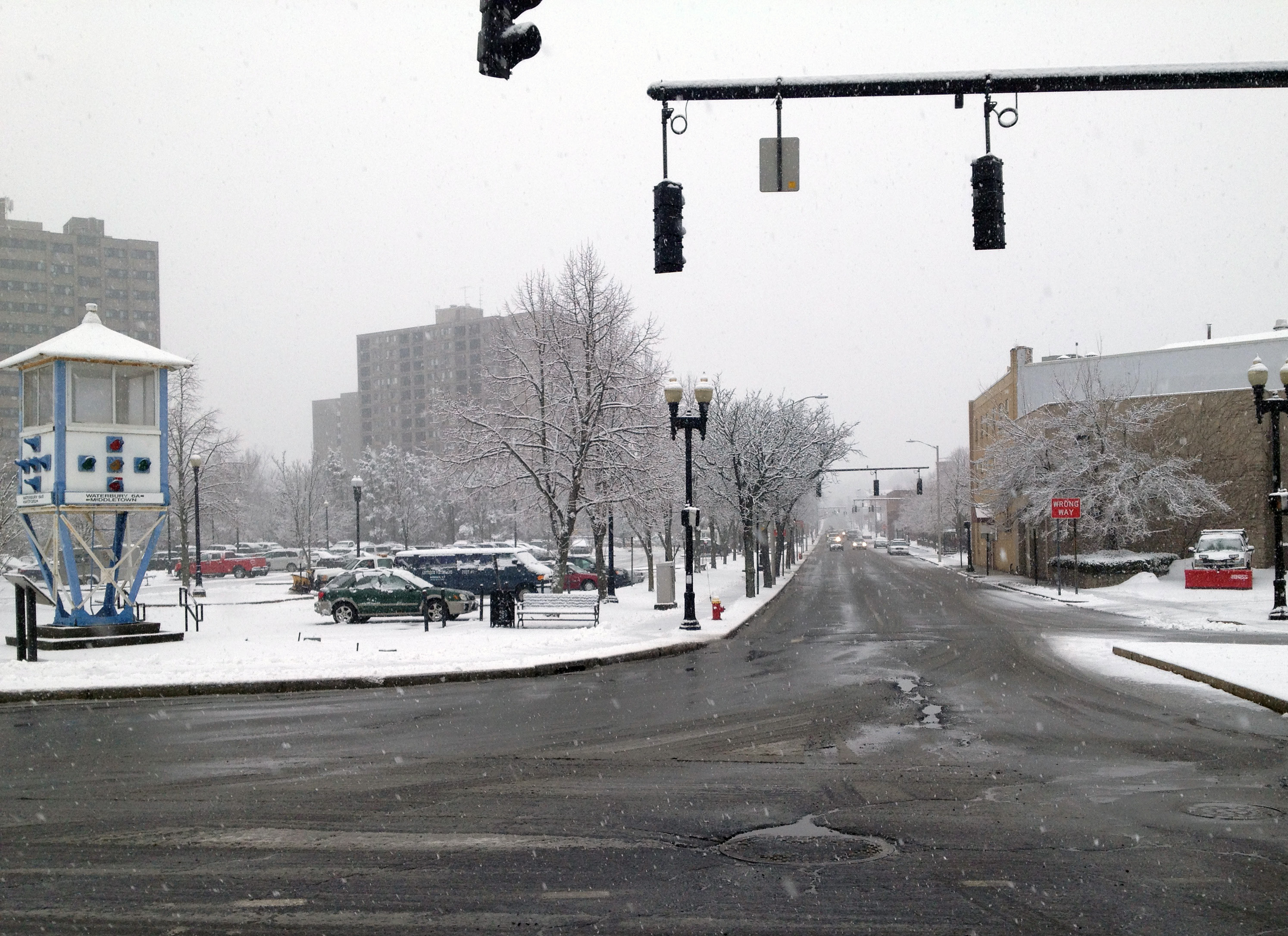Snow falls in downtown Meriden Feb. 3, 2014 | Richie Rathsack/Record-Journal