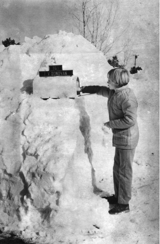 Sean Donovan checks the mail after the Blizzard of 1978.  | File photo / Record-Journal