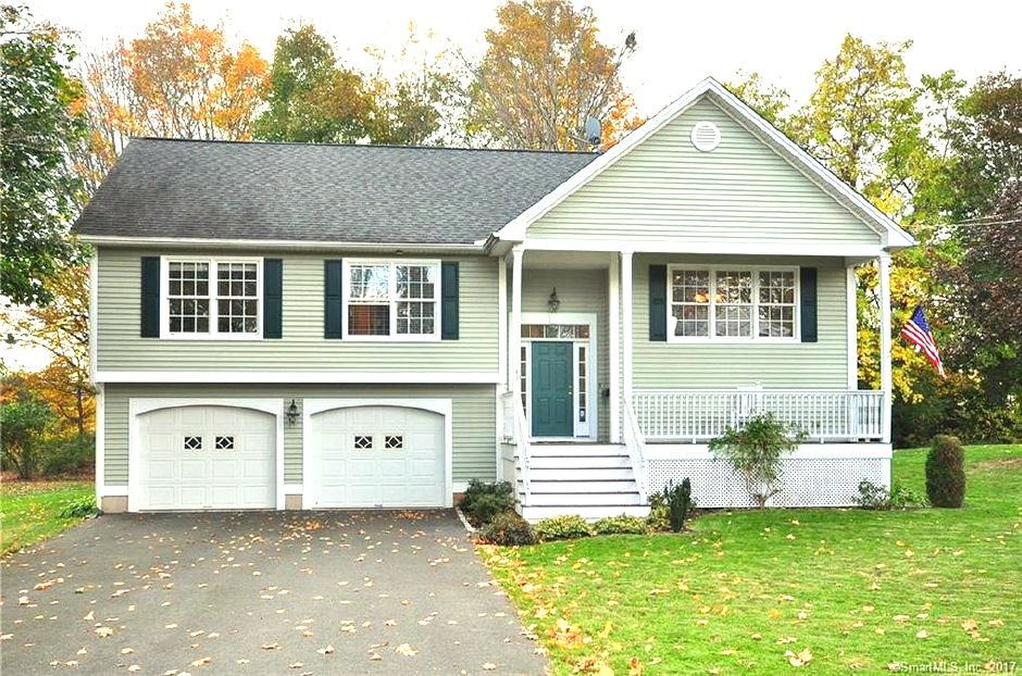 Scott McGinnis to Alesandra Giacco, 40 Connecticut Ave., $315,000