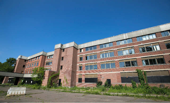 The former Meriden Medical Center in disrepair at 116 Cook Avenue in Meriden, Thursday, June 15, 2017.  | Dave Zajac, Record-Journal