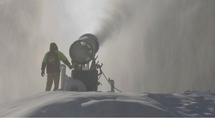 Mike Kurys, director of operations, directs a snowmaking gun at Powder Ridge Mountain Park in Middlefield, Thursday, Dec. 15, 2016.  | Dave Zajac, Record-Journal