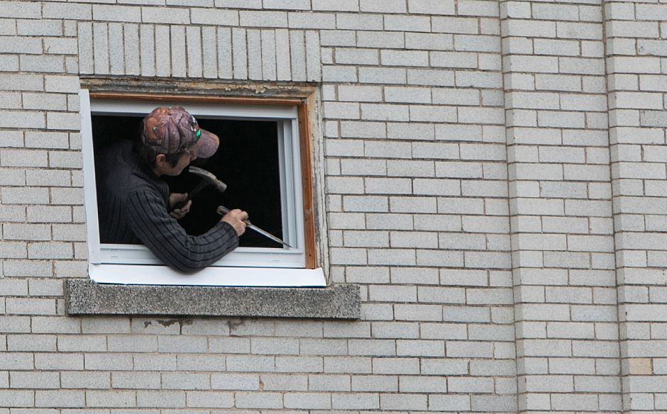 A man works on a window frame of the former Masonic Temple on East Main Street in Meriden, Monday, Oct. 8, 2018. The Tien Yuen Foundation Inc., founded in Queens, New York, bought the neo-classical building at 112-116 E. Main St. for $425,000 earlier this year to house their Buddhist temple. Dave Zajac, Record-Journal