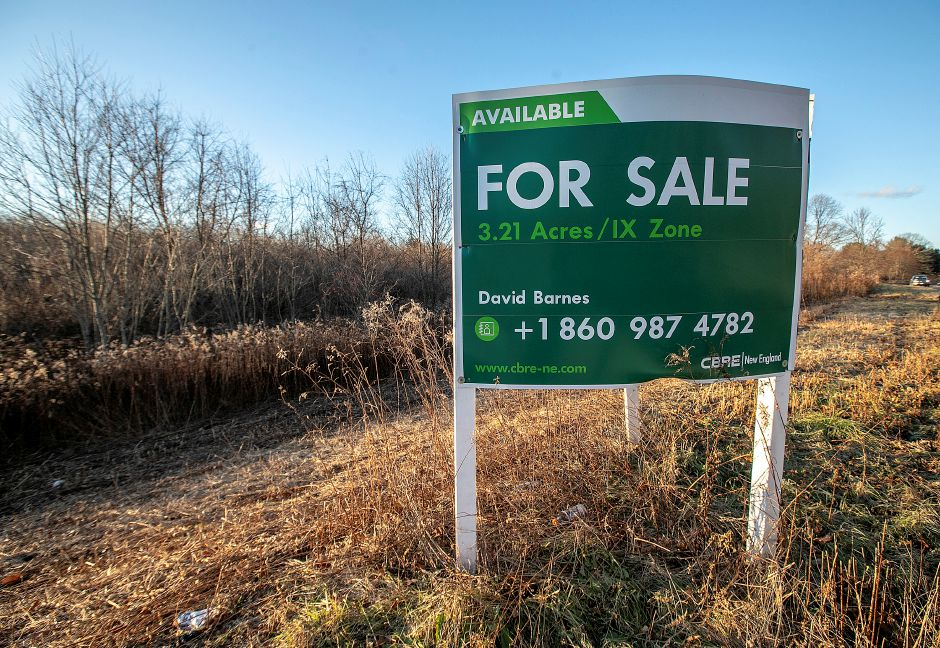 A land parcel at 6 Research Pkwy. in Wallingford, Fri., Dec. 7, 2018. Dave Zajac, Record-Journal