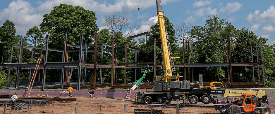 Construction continues on the Hartford HealthCare medical facility on South Main Street in Cheshire, Wednesday, August 15, 2018. Dave Zajac, Record-Journal