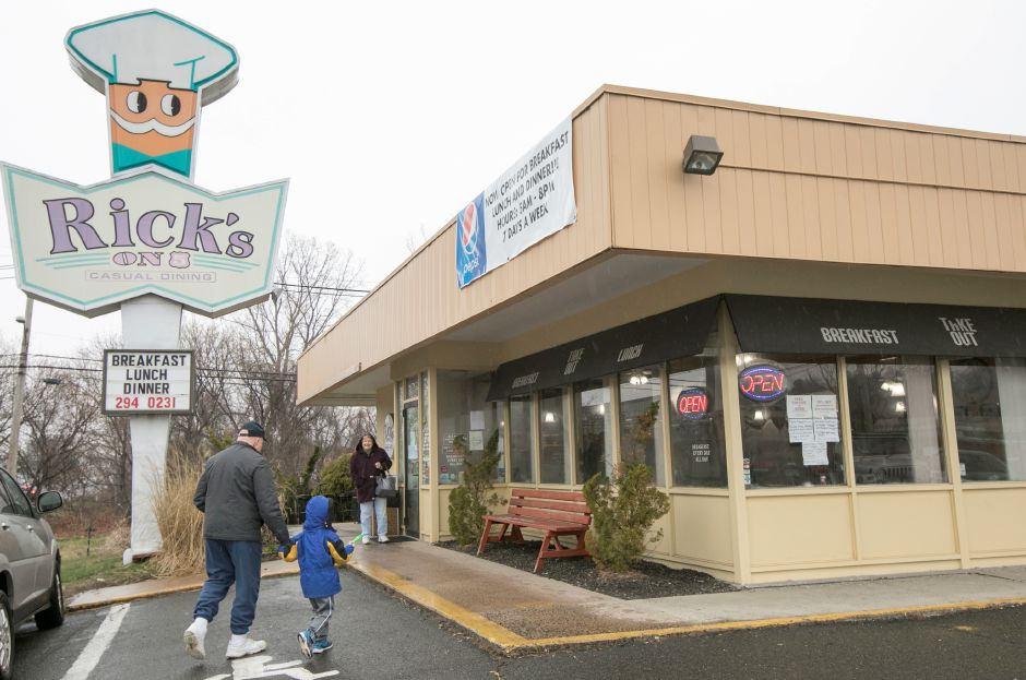 Wallingford Restaurant Rick S On 5 Adds Dinner Fare To Menu