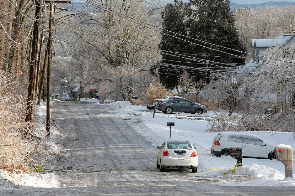 Slick roads from freezing temperatures on Reservoir Ave. in Meriden, Mon. Jan. 21, 2019. Dave Zajac, Record-Journal