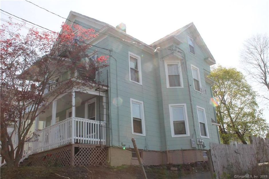 Michelle Richards and Martin Fernandez to Shernann P. Blake, 17 North 3rd St., $140,000.
