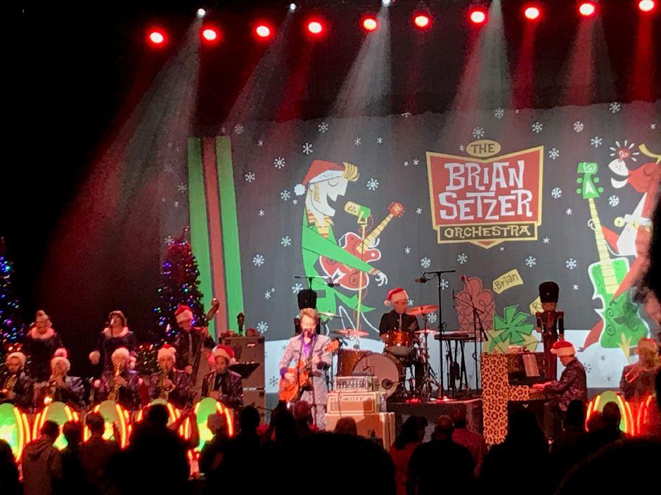 Brian Setzer Christmas.Brian Setzer Orchestra Gets Foxwoods Rockin To The Sounds