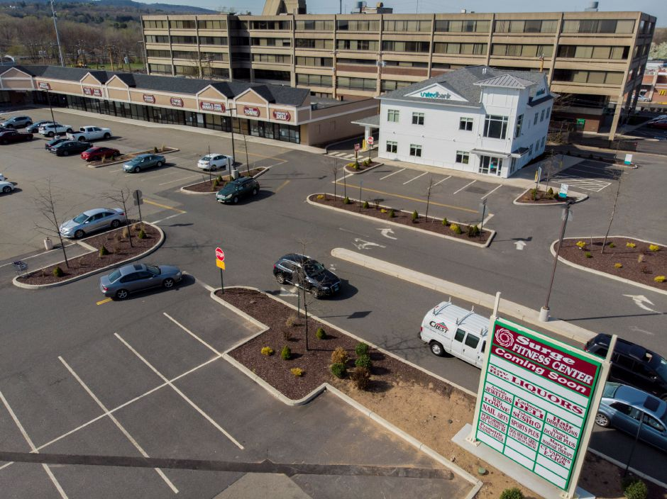 The recently renovated Washington Commons in North Haven May 2, 2018. | Richie Rathsack, Record-Journal