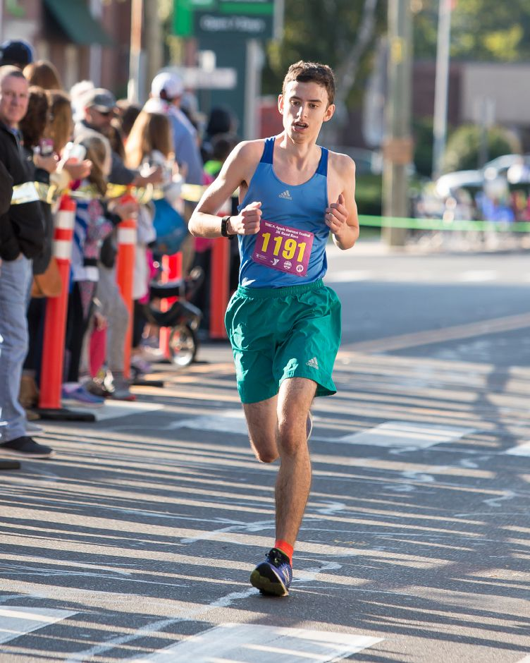 Michael Vesci of Newington finished first in the 5K Sunday during the Apple Harvest Southington YMCA 5K and 5 mile road race in Southington September 30, 2018 | Justin Weekes / Special to the Record-Journal