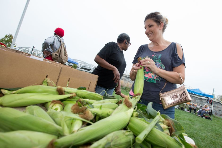 Kelly Hudson of Meriden picks out corn Saturday at the Meriden Farmers Market on the Meriden Green in Meriden October 7, 2017 | Justin Weekes / For the Record-Journal
