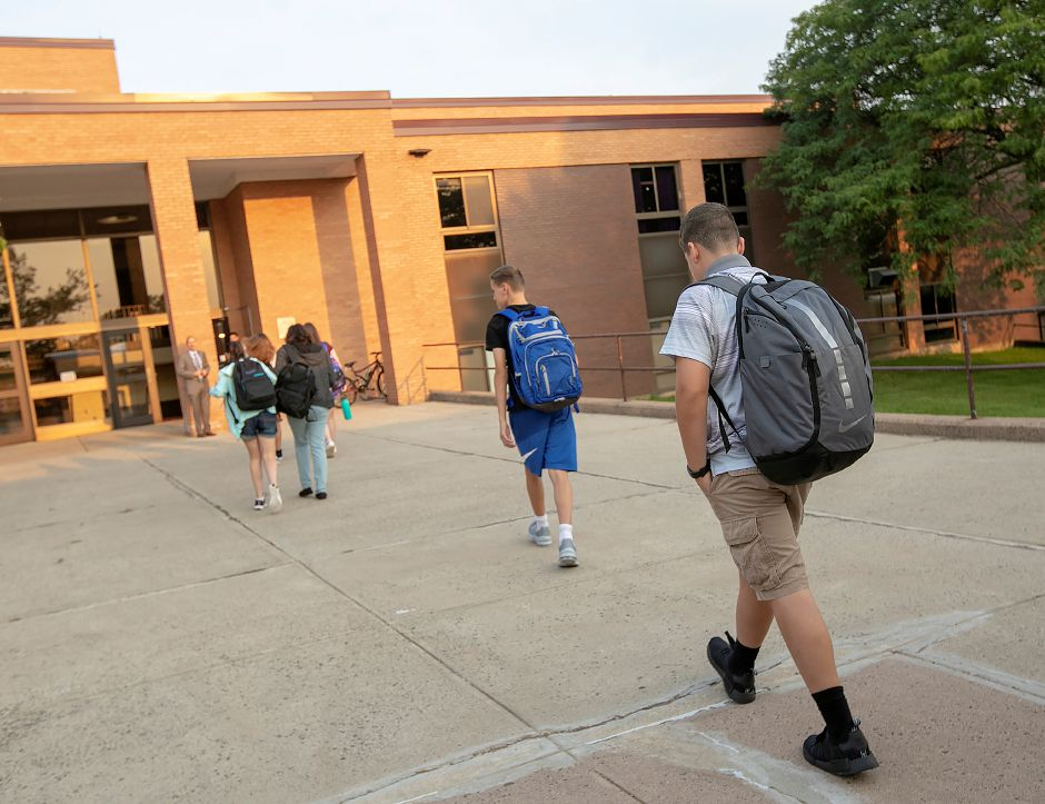 Students arrive for the first day of school at Sheehan High School in Wallingford, Monday, August 27, 2018. Dave Zajac, Record-Journal