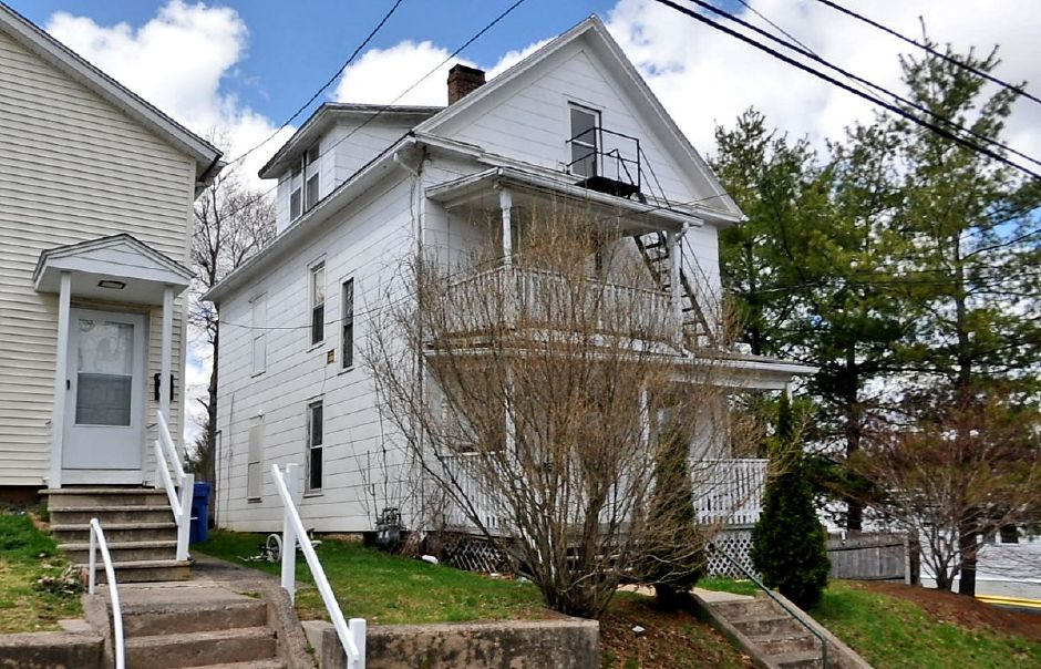 Prince Ridge, LLC to Michelle Richards and Martin Fernandez, 17 N. Third St., $60,000.
