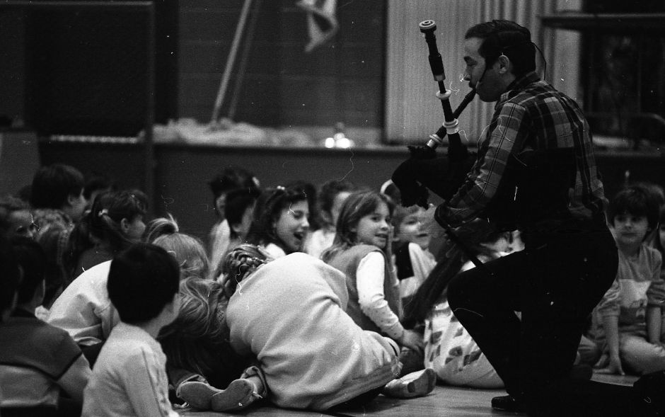 Irish ministrel Richard Stillman plays a bagpipe before a group of Highland School students March 8, 1989.
