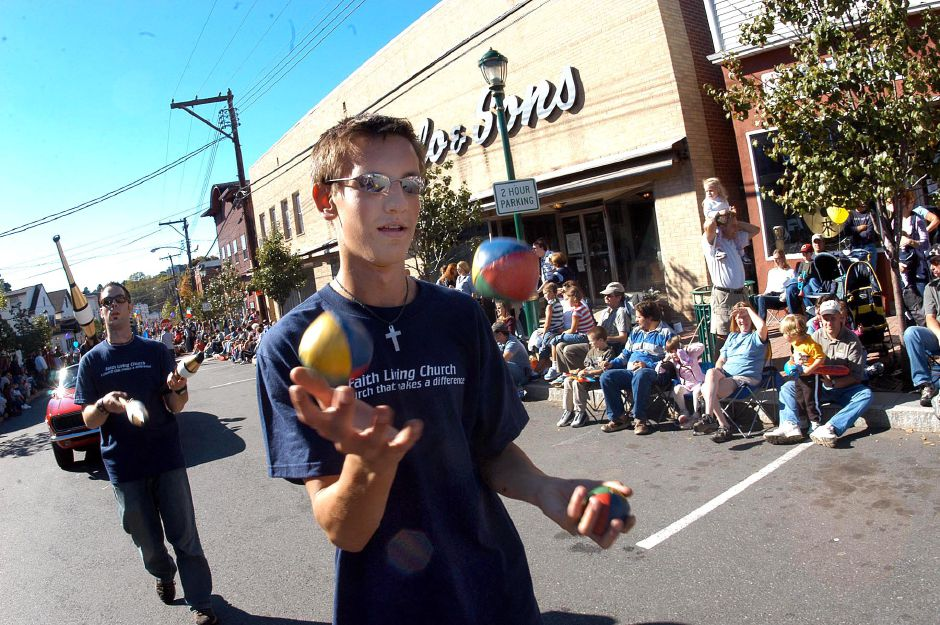 Juggler Nick Baichus entertains the crown at the annual Apple Harvest Festival held Sunday in Southington.