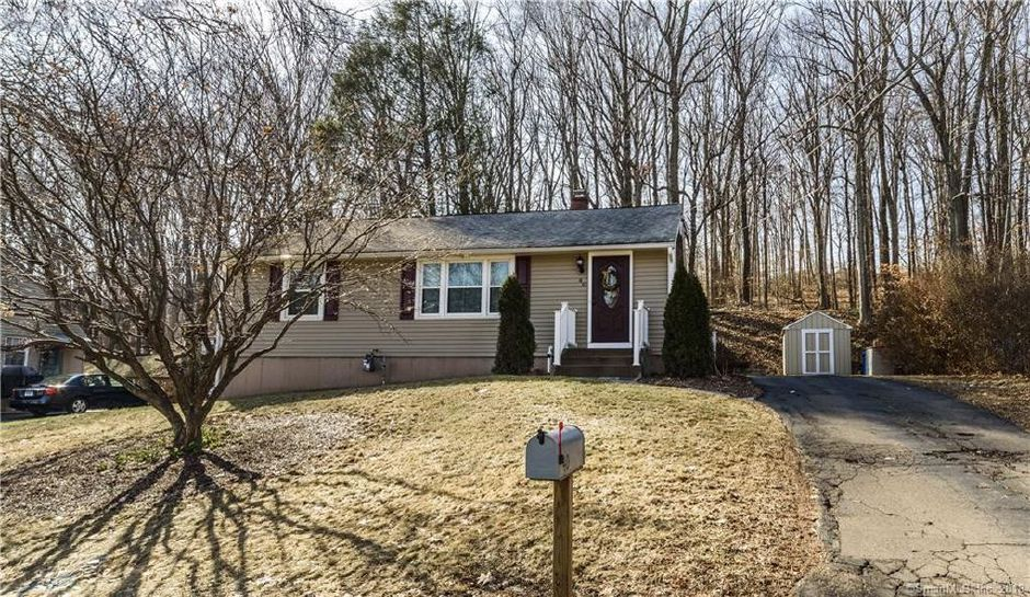 Megan Ryan to Lauren Linares and Sean Delvin, 40 Forest Road, $240,000.