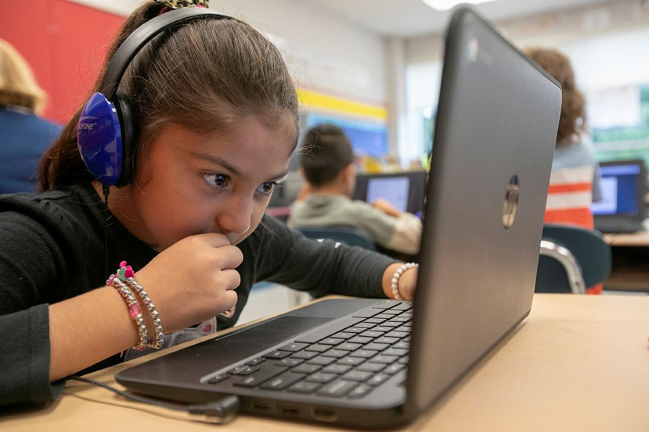 Millyanish Garcia, 7, studies in her second-grade bilingual class at Hanover Elementary School in South Meriden, Thursday, Sept. 13, 2018. Dave Zajac, Record-Journal