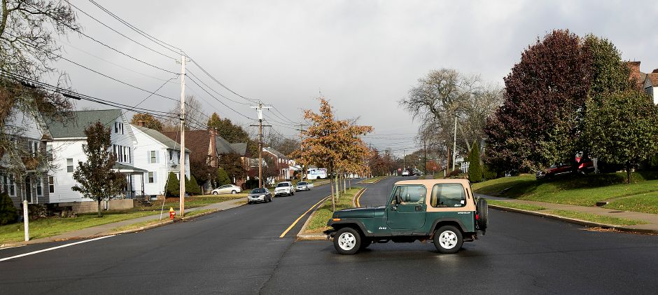 A motorist travels west on Harvard Avenue at the intersection of Bradley Avenue in Meriden, Thursday, Nov. 16, 2017. | Dave Zajac, Record-Journal