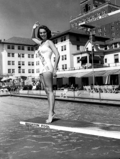 Miss America 1951, Yolanda Betbeze of Mobile, Ala., waves after winning the Miss America title, Sept. 10, 1950 in Atlantic City, N.J. (AP Photo)