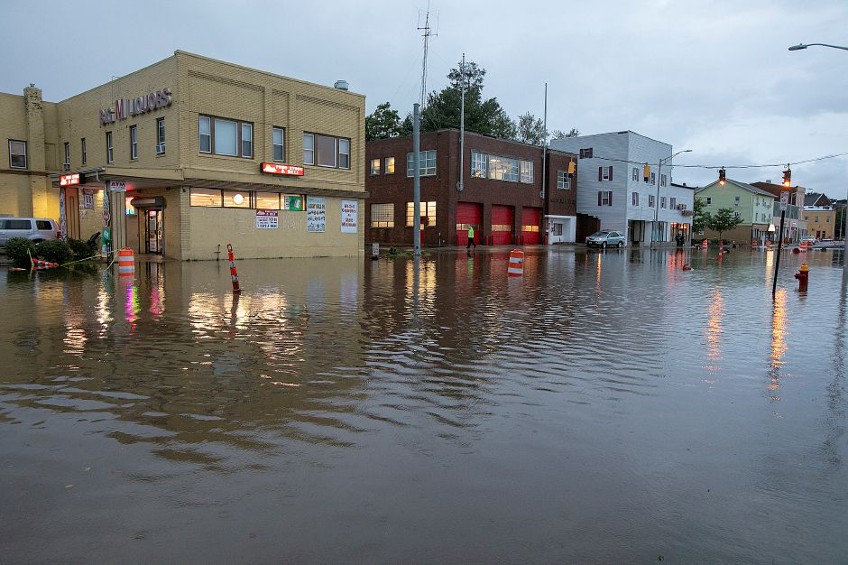 Flood waters on Pratt Street in Meriden, Tuesday, Sept. 25, 2018. Heavy rain Tuesday evening closed roads and flooded basements of local homes. Dave Zajac, Record-Journal