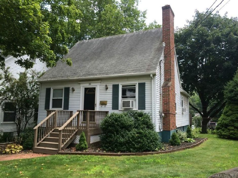 Carrie Beckley and Andrew Beckley to Michael Lobasz, 35 Dutton St., $240,000.