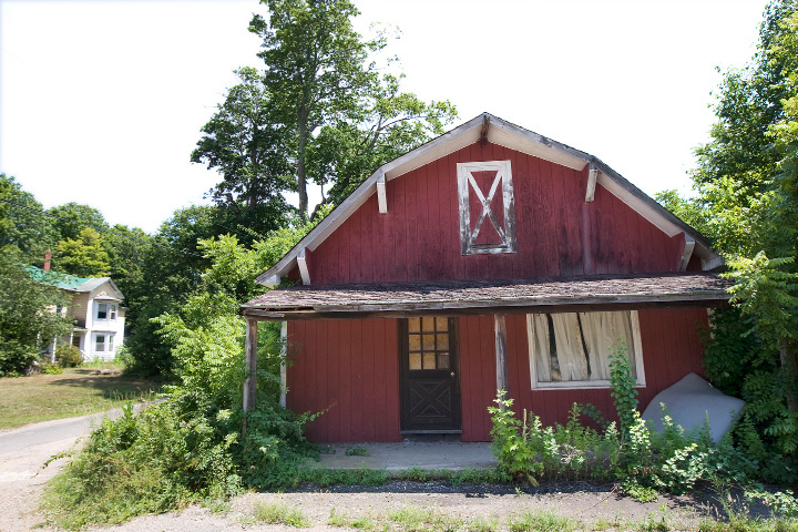 A house, left, and dilapidated barn on the Chapman property next to Bartlem Park on Route 10 in Cheshire, Monday, July 25, 2016.  | Dave Zajac, Record-Journal