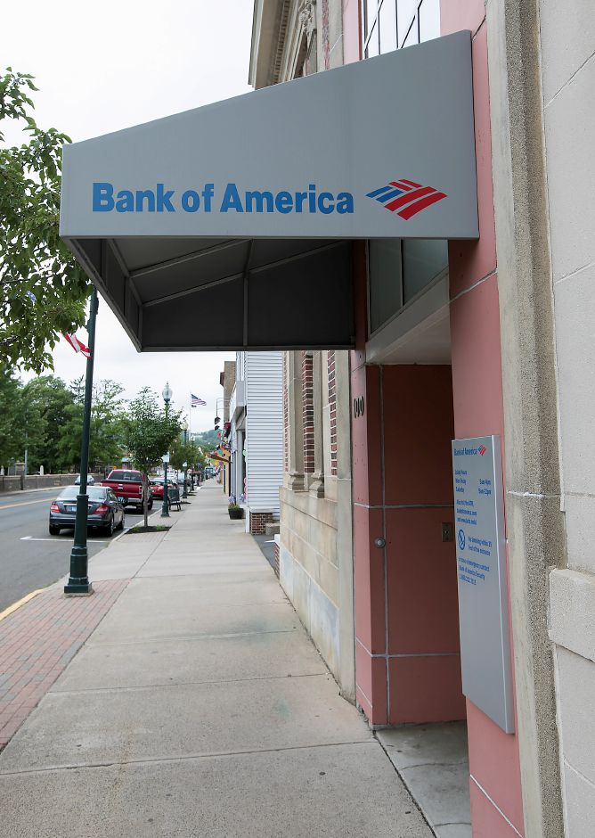 Bank of America at 100 E. Center St. in Wallingford, Wednesday, June 13, 2018. The branch will close later this year, officials said Wednesday. Dave Zajac, Record-Journal