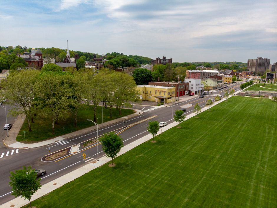 A look a Pratt Street near the Meriden Green May 17, 2019. The project to turn Pratt Street into a boulevard is nearly complete. | Richie Rathsack, Record-Journal