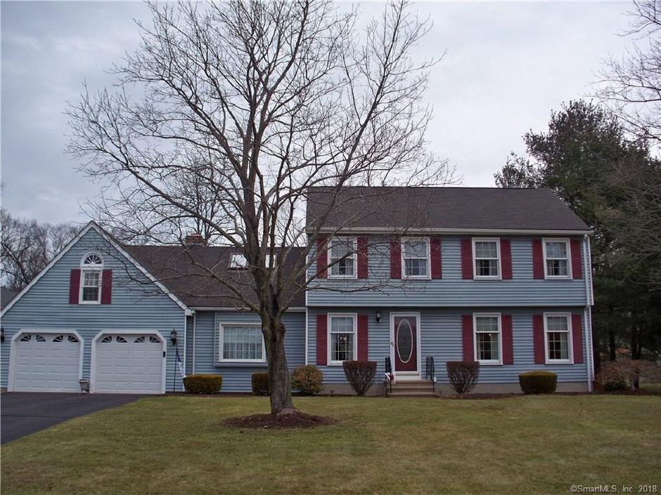 Maryann Carrano and Andrew Carrano to Michael Onforio and Brittany Lyn, 89 Hintz Drive, $356,000.