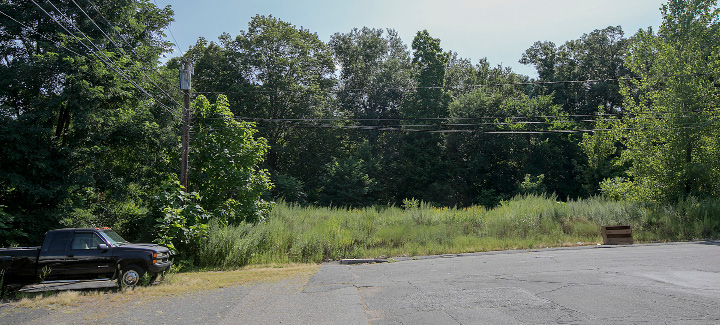 A vacant lot on Edgewood Street off the Chamberlain Highway in Meriden, Friday, August 25, 2017. A development group is requesting a zone change to allow a senior apartment building to be constructed at the location.   | Dave Zajac, Record-Journal