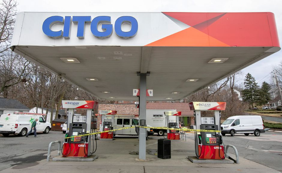 Crews continue remodeling the Citgo station at 326 S. Colony Rd. in Wallingford, Mon., Dec. 17, 2018. Dave Zajac, Record-Journal