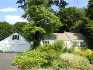 Ralph Carl Dinicola to Domenic and Kimberly A. Savino, 866 Wolf Hill Road, $320,000.