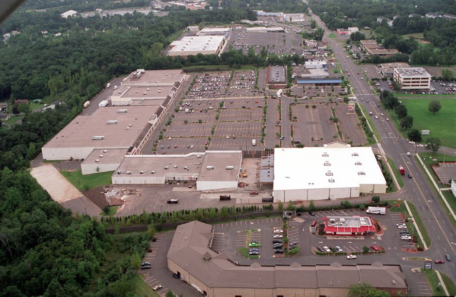 A view of Townline Plaza looking south down Rt. 5 which is on the right of the photo. Aerial photo taken on August 30,2000.