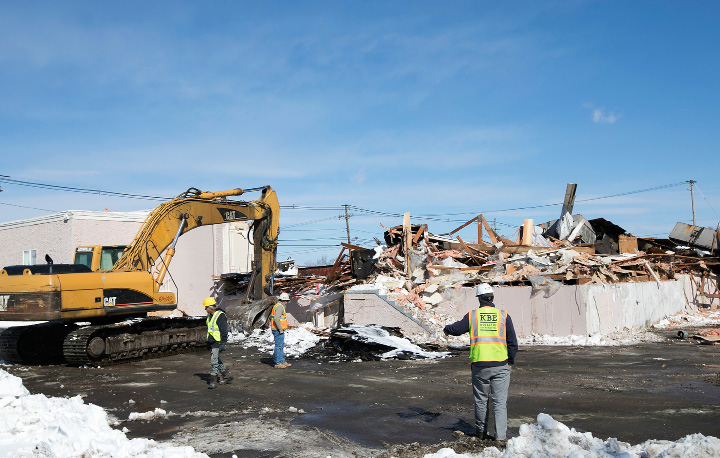 Demolition crews confer on the site of the former Villa Capri on Route 5 in Wallingford on Thursday.| Dave Zajac, Record-Journal