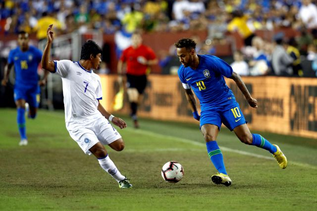 Brazil forward Neymar, right, dribbles the ball around El Salvador midfielder Gilberto Baires in the first half of a soccer match, Tuesday, Sept. 11, 2018, in Landover, Md. (AP Photo/Patrick Semansky)