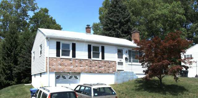 216 Lawncrest LLC to Jerry D. Hoglen and Alexandra D. Hoglen, 216Lawncrest Drive, $255,000.