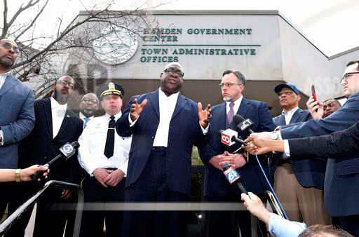 Rev. Boise Kimber, center, flanked by Hamden Acting Police Chief John Cappiello, left, and Hamden Mayor Curt Leng, right, addresses the media outside of the Hamden Government Center after a meeting between the town officials and local clergy concerning the recent shooting by a Hamden police officer, Friday, April 19, 2019 in Hamden, Conn.. (Arnold Gold/Hearst Connecticut Media via AP)